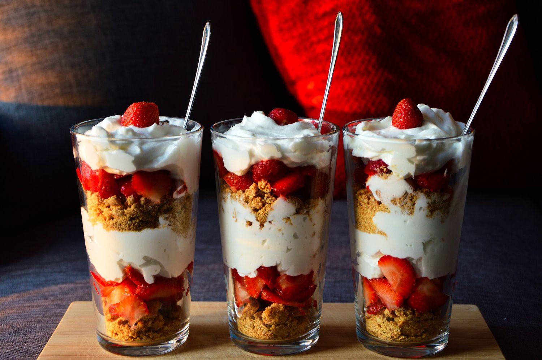 naturalny jogurt w połączeniu z musli i świeżymi owocami dostarczy Ci mnóstwo energii na cały dzień